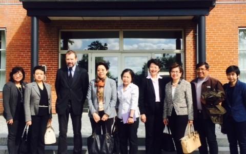 เมื่อวันที่ 3 – 6 กันยายน 2557 นางสาววิมล คิดชอบ เอกอัครราชทูต ณ กรุงโคเปนเฮเกนและทีมประเทศไทยณ กรุงบรัสเซลล์ซึ่งประกอบด้วยหัวหน้าสำนักงานจากหน่วยราชการต่างๆ ของไทย อาทิ สำนักงานที่ปรึกษาการเกษตรต่างประเทศ ประจำสหภาพยุโรป, สำนักงานส่งเสริมการค้าระหว่างประเทศ ณ กรุงบรัสเซลส์, สำนักงาน ที่ปรึกษาการศุลกากร ณ กรุงบรัสเซลส์, สำนักงานที่ปรึกษาวิทยาศาตร์และเทคโนโลยี ประจำประชาคมยุโรป โดยมีนางจุฬามณี ชาติสุวรรณ อัครราชทูต สถานเอกอัครราชทูต ณ […]