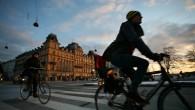 (Photo: Colourbox) นิตยสาร Monocle ได้รายงานผลการสำรวจคุณภาพชีวิตประจำปี ค.ศ. 2014 ว่า กรุงโคเปนเฮเกนได้รับขนานนามว่า เป็นหนึ่งในเมืองที่น่าอยู่ที่สุดในโลกติดต่อกันเป็นเวลา 2 ปี ซึ่งเป็นข้อพิสูจน์ว่า ผลงานการออกแบบโครงสร้างพื้นฐานของศาสตราจารย์ Jan Gehl จากสถาบัน Royal Danish Academy of Fine Arts ที่ได้นำมาใช้กับกรุงโคเปนเฮเกนได้รับการยอมรับเป็นอย่างดี ทั้งนี้ ปรากฏการณ์Copenhagenization หรือการที่หลายเมืองออกแบบโครงสร้างพื้นฐานโดยใช้กรุงโคเปนเฮเกนเป็นต้นแบบ โดยเฉพาะอย่างยิ่งการพัฒนาทางจักรยานและทางเท้าได้กลายเป็นแบบอย่างให้หลายเมืองจากทั่วทุกมุมโลกทำตาม ซึ่งศาสตราจารย์ Gehl […]