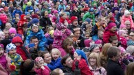ไอซ์แลนด์เป็นประเทศที่มีความสุขที่สุดเป็นลำดับสองในยุโรปรองจากเดนมาร์ก จากการสำรวจของ European Social Survey (ESS) 2012-2013ซึ่งครอบคลุม 29 ประเทศ พบว่าความสุขของชาวไอซ์แลนด์เกือบเทียบเท่าช่วงก่อนวิกฤติเศรษฐกิจ Dóra Guðrún Guðmundsdóttirเจ้าหน้าที่ของกระทรวงสาธารณสุข กล่าวว่า วิกฤติเศรษฐกิจในไอซ์แลนด์ส่งผลให้ชาวไอซ์แลนด์มีความสุขลดน้อยลง อย่างไรก็ตาม ความสุขของเด็กและวัยรุ่นกลับเพิ่มสูงขึ้นเนื่องจากผู้ปกครองมีเวลาให้พวกเขามากขึ้น ทั้งนี้ ไอซ์แลนด์ได้รับการจัดอันดับอยู่ในหมู่ประเทศที่มีความสุขที่สุดในโลกในหลายปีที่ผ่านมา  Source: http://icelandreview.com/news/2014/07/10/iceland-second-happiest-nation-europe Photo: Stefán Karlsson
